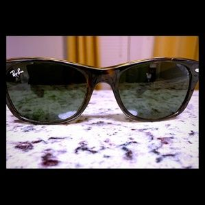 Ray-Ban New Wayfarer Classic - RB2132, with case